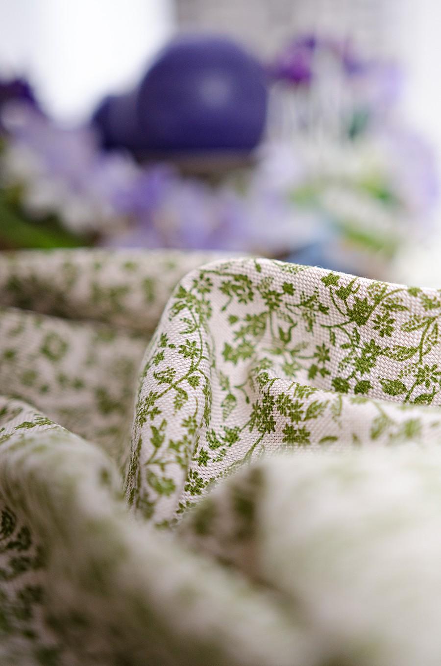 Obrus - zelená drobná kvetinka