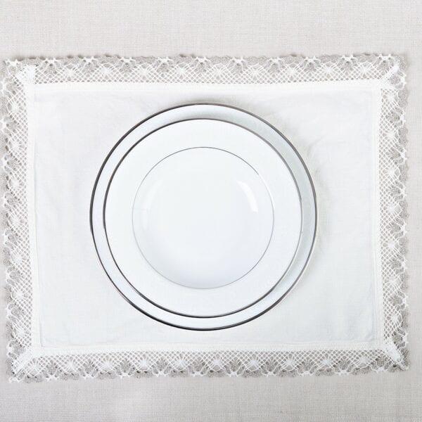 Prestieranie - praný biely ľan s čipkou po obvode